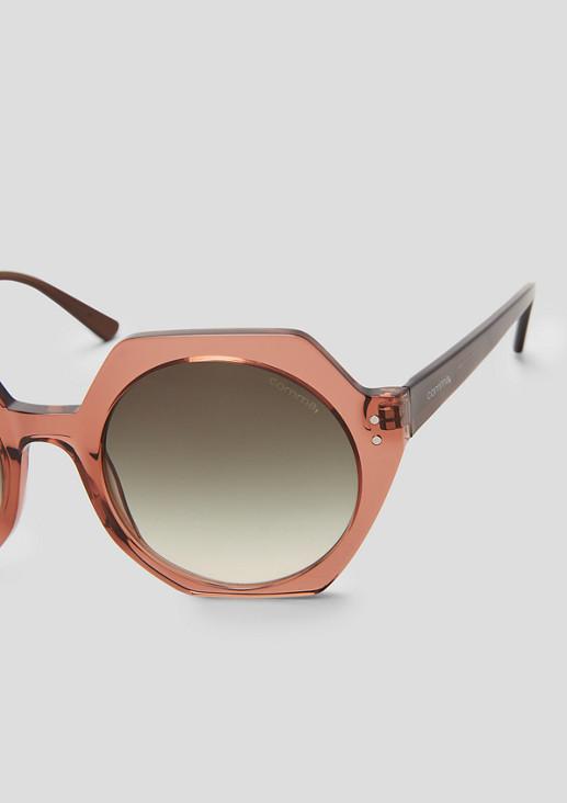 Ausdrucksstarke, große Sonnenbrille