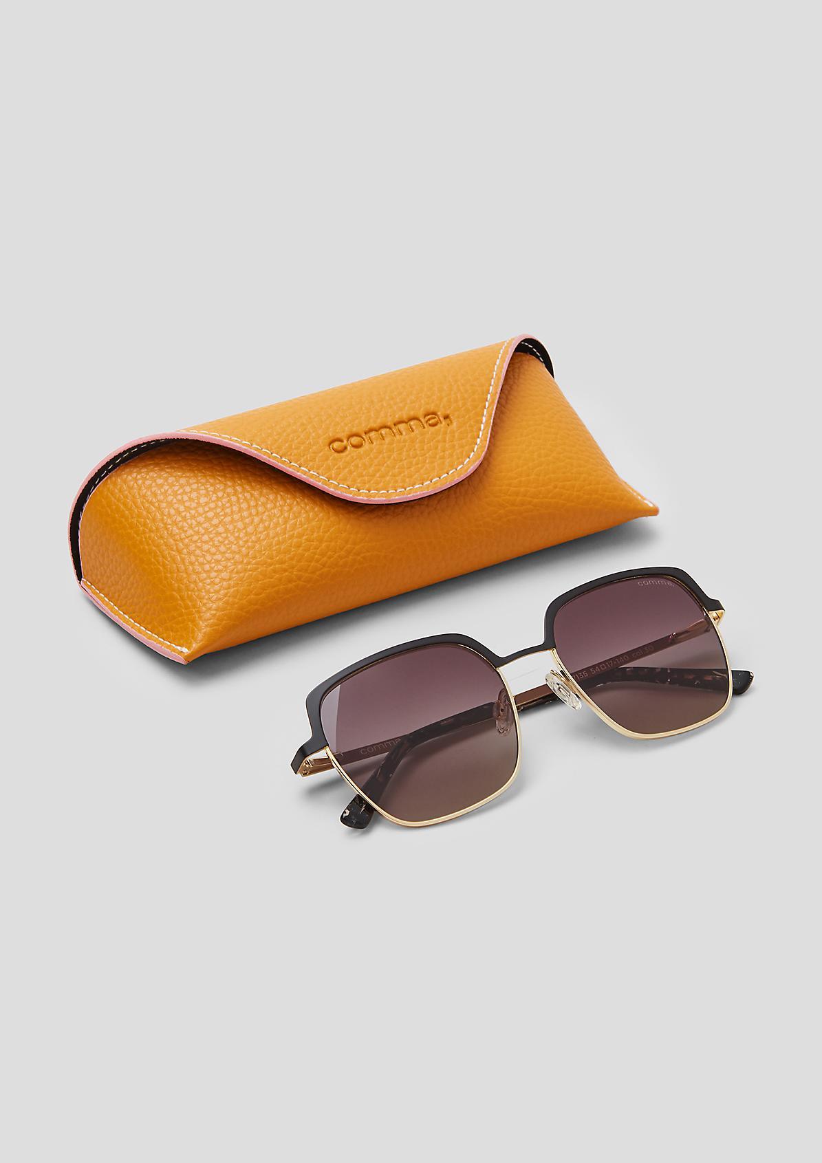 Sonnenbrille im eckigen Design