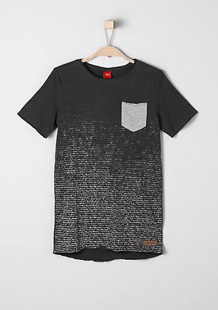 ohlapna majica, obrabljenega videza