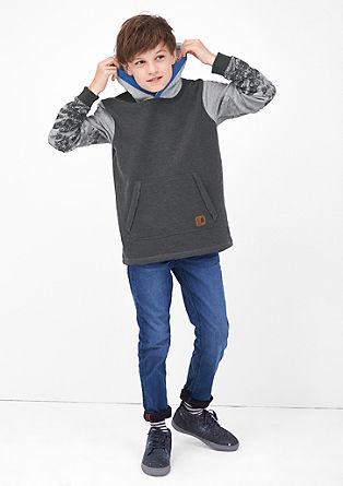 Sweatshirt pulover s kapuco s potiskom na rokavih