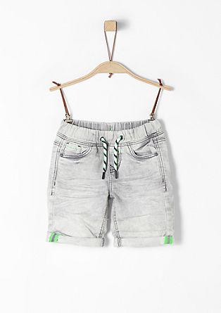 Pelle: Jeans mit Neon-Details