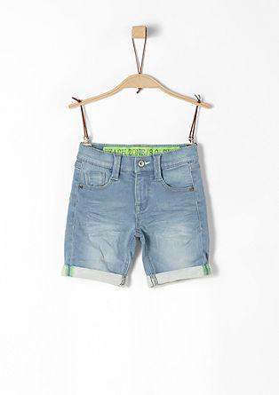 Pelle: Denim-Shorts mit Neon