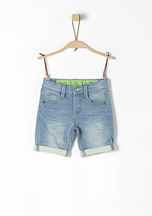 Pelle: Denim-Shorts mit Neon