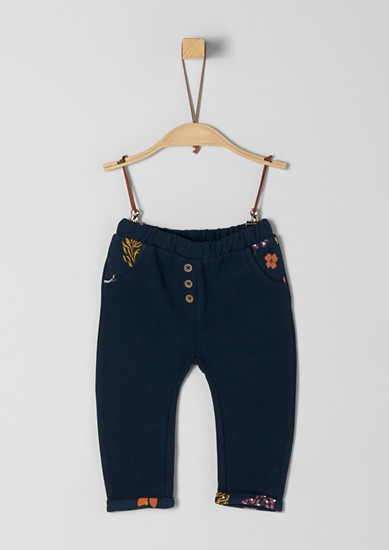 Joggingové kalhoty snatištěným detailem