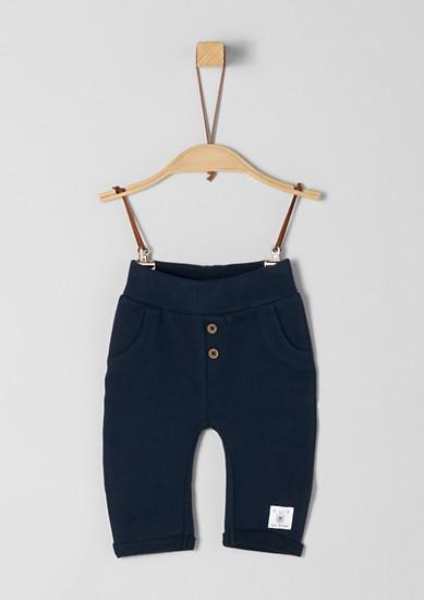 Športne hlače z okrasnim gumbom