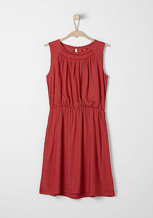 Leichtes Kleid mit Schmuckperlen