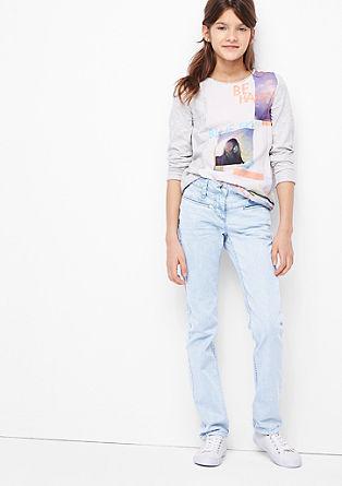 Suri: Jeans mit Batik-Optik