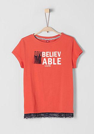Trendovska majica z umetelno aplikacijo