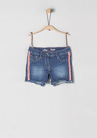 Skinny Suri: Shorts mit Neon-Details