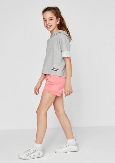 Bestickte Shorts mit Muschelsaum
