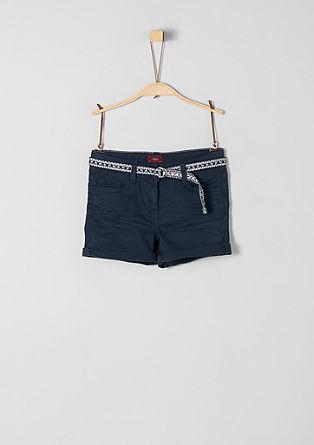 Skinny Suri: Shorts mit Glitzergürtel