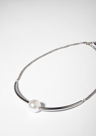 Necklace with a statement pearl from s.Oliver