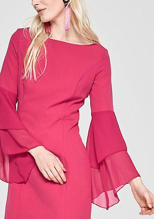 Figurbetonetes Kleid mit Volantärmeln