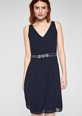 Obleka iz šifona z detajli z okrasnimi kamenčki