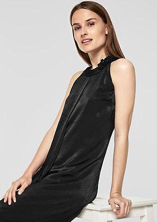Koktejlové šaty s měňavým vzhledem