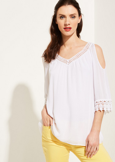 Crêpe blouse with delicate lace from comma