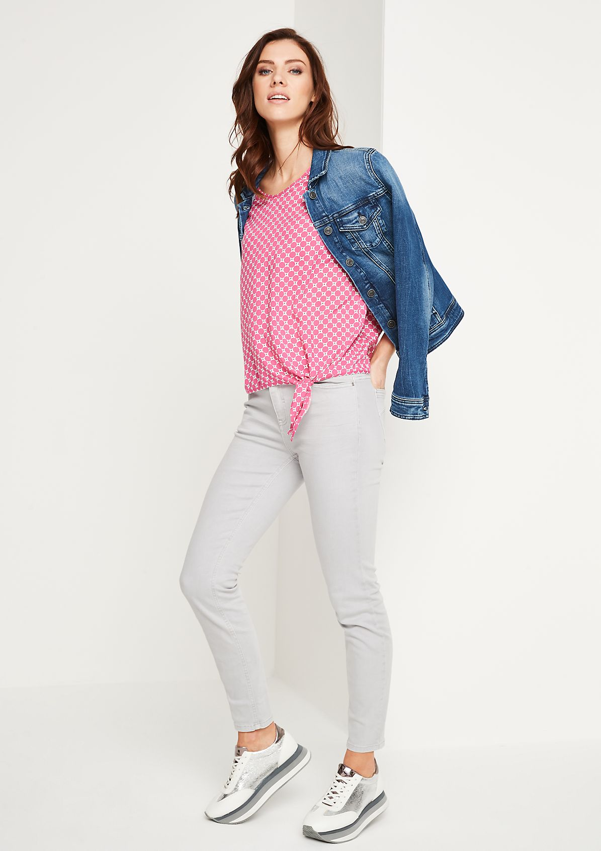 Coloured Denim-Jeans mit smarten Details