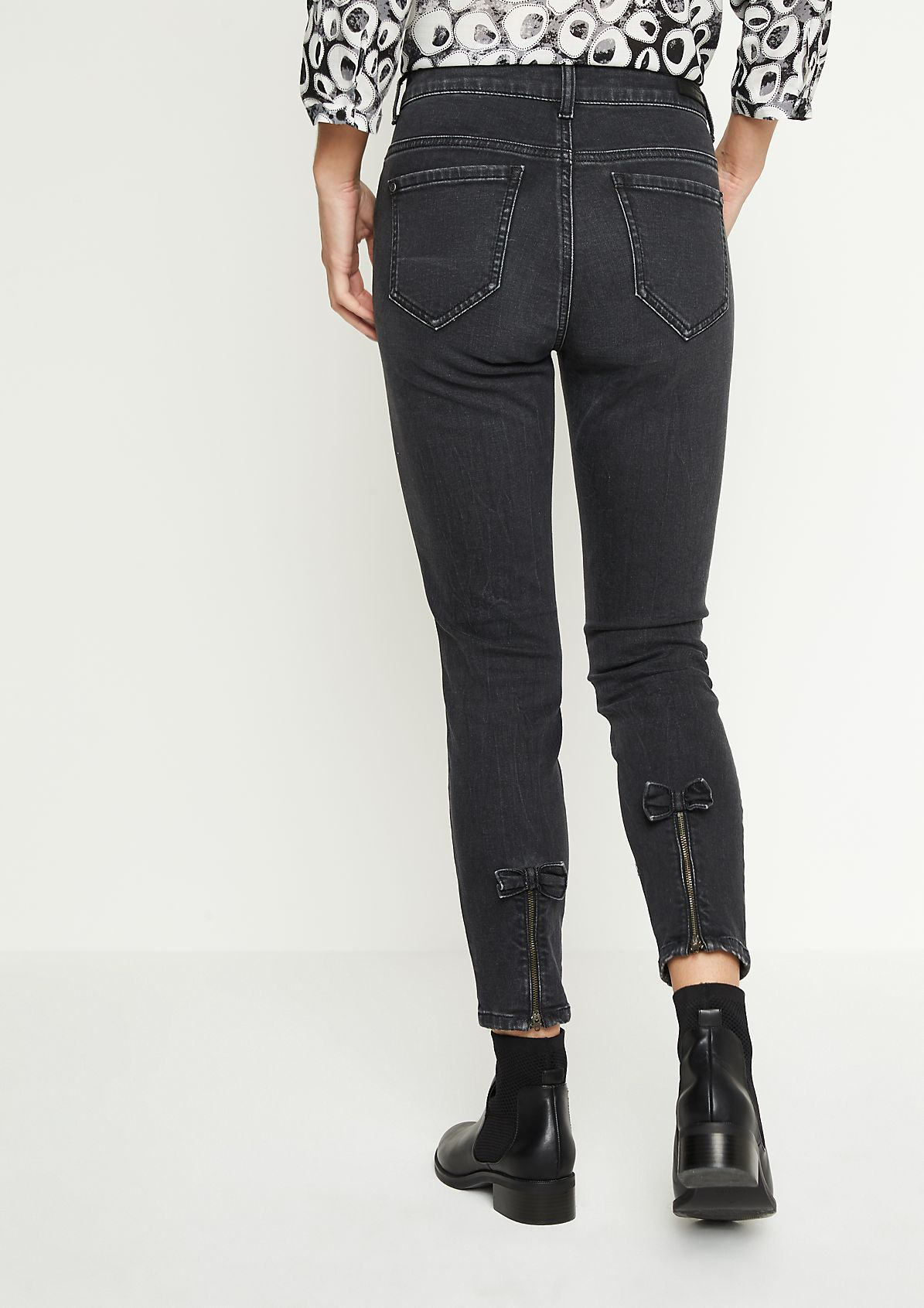 Black Denim-Jeans in Used-Optik