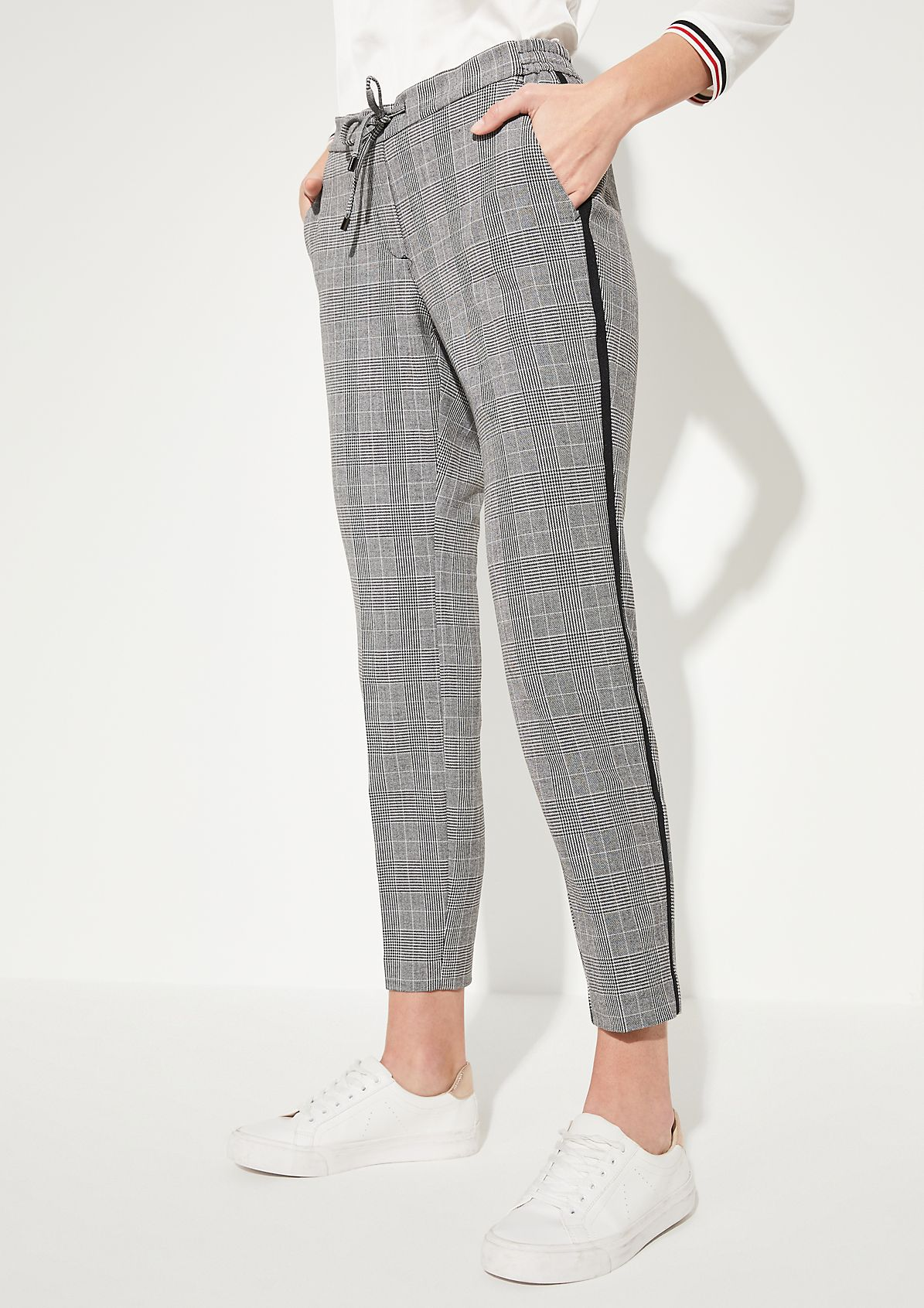 Regular Fit: slim leg trousers with a Prince of Wales check pattern from comma