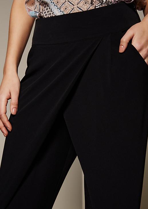 Extravagante Jerseypants mit verspielten Detailarbeiten