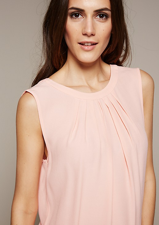 Feminines Top mit fein gearbeitetem Dobby-Muster