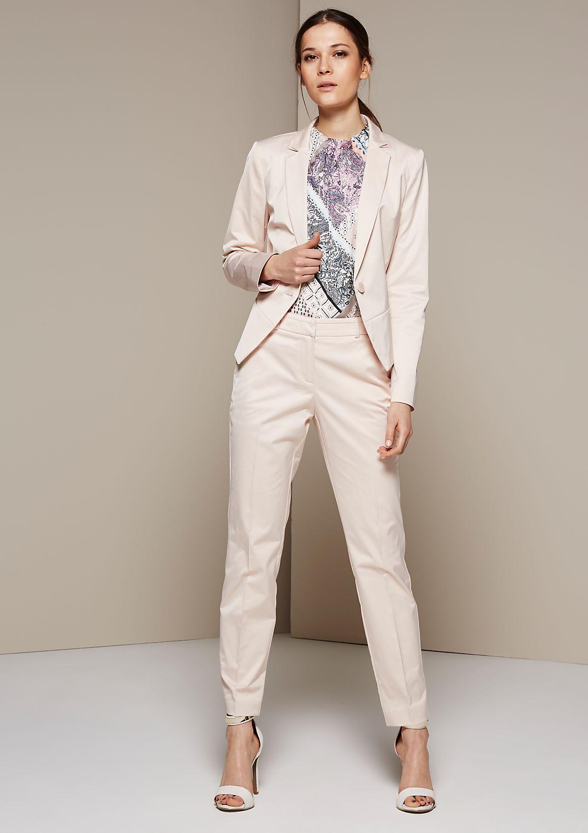 Femininer Businessblazer aus matt glänzendem Satin