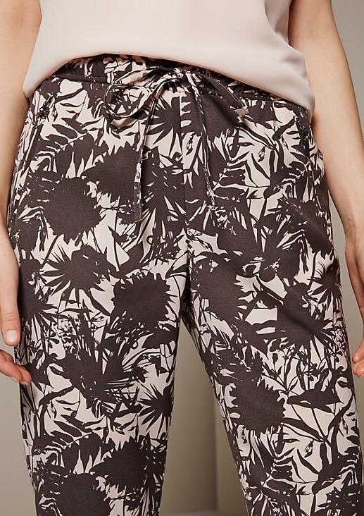Lässige Loungepants mit liebevoll gestaltetem Alloverprint