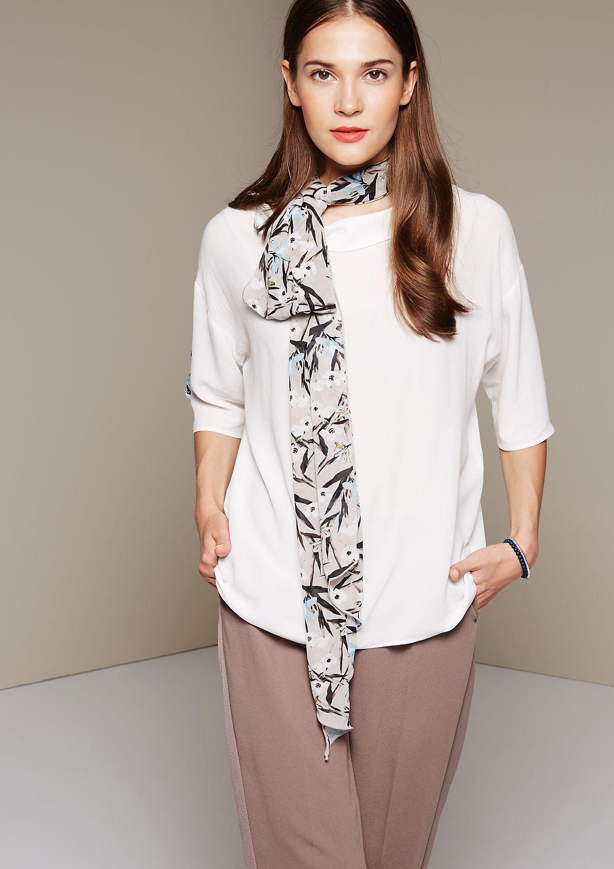 Glamouröse Kurzarmbluse mit raffiniert gestalteten Details
