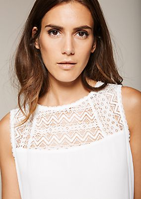 Fine top with delicate lace from comma