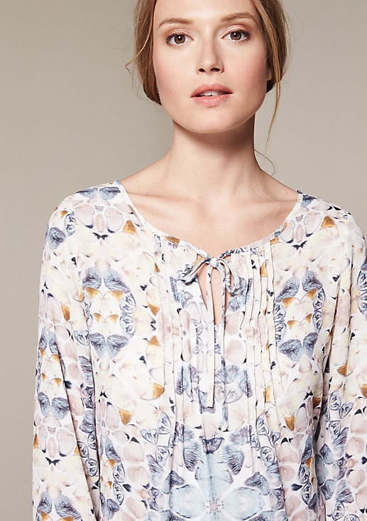 Lightweight chiffon blouse with an elaborate all-over print from comma