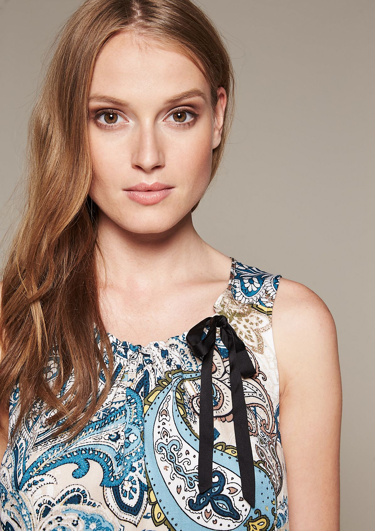 Elegant blouse top with beautiful details from comma
