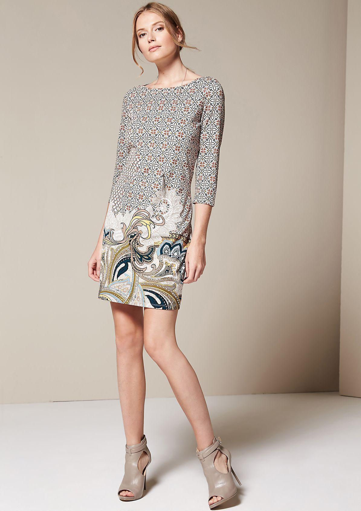 Sportliches 3/4-Arm Kleid mit aufregendem Alloverprint