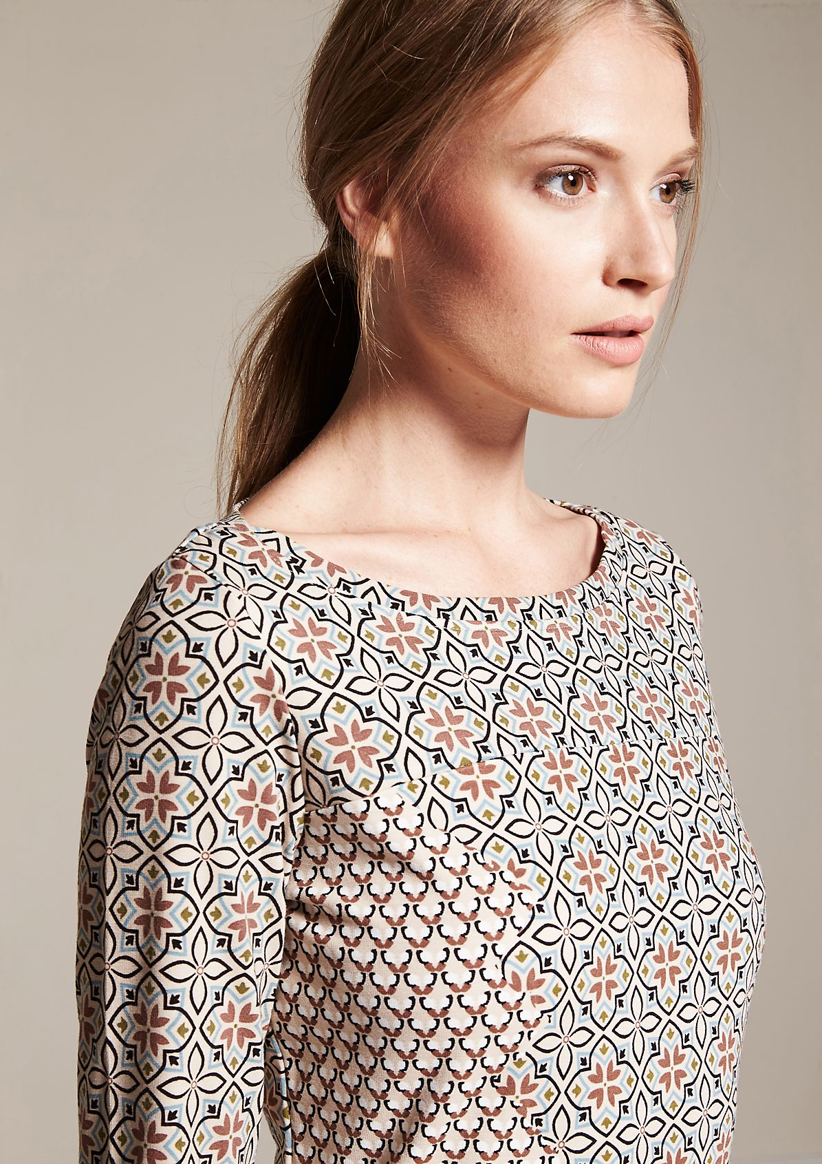 Sport dress with 3/4-length sleeves and a fascinating all-over print from comma