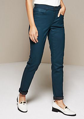 Relaxed casual trousers with a coating from comma