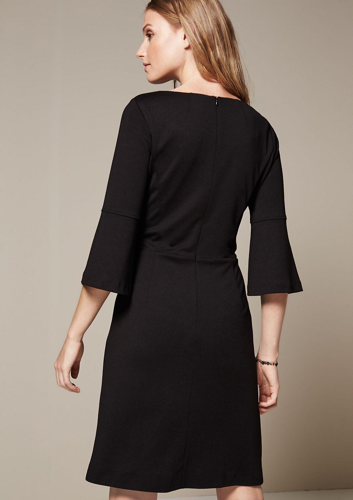 Extravagantes Abendkleid mit liebevoll gestalteten Details