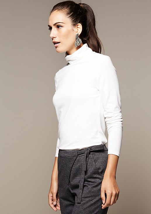 Beautiful long sleeve top with a high roll neck collar from comma