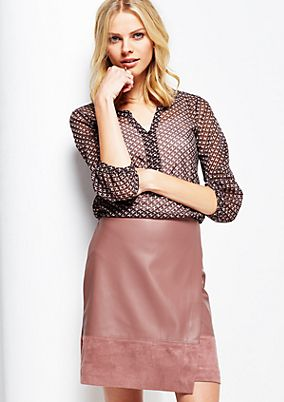 Delicate mesh top with 3/4-length sleeves and an attractive all-over pattern from comma