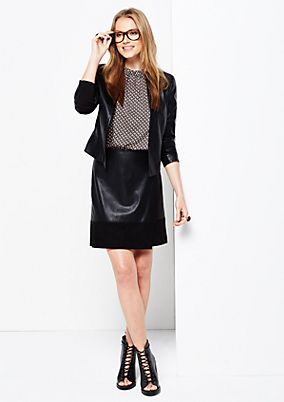 Elegant short blazer in soft imitation leather from comma