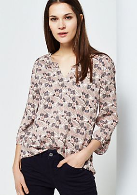 Lovely blouse with 3/4-length sleeves and an elaborate all-over print from comma