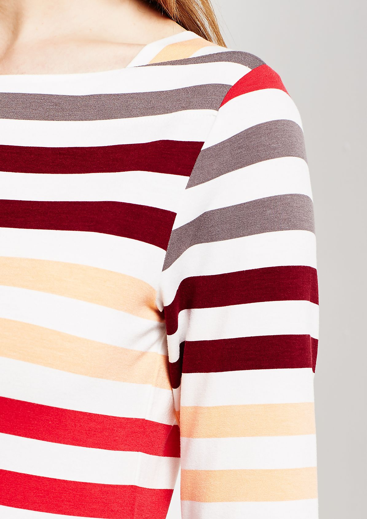 Sommerliches Kurzarmshirt im klassischen Streifenlook
