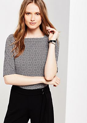 Gorgeous short sleeve top with a beautiful all-over pattern from s.Oliver
