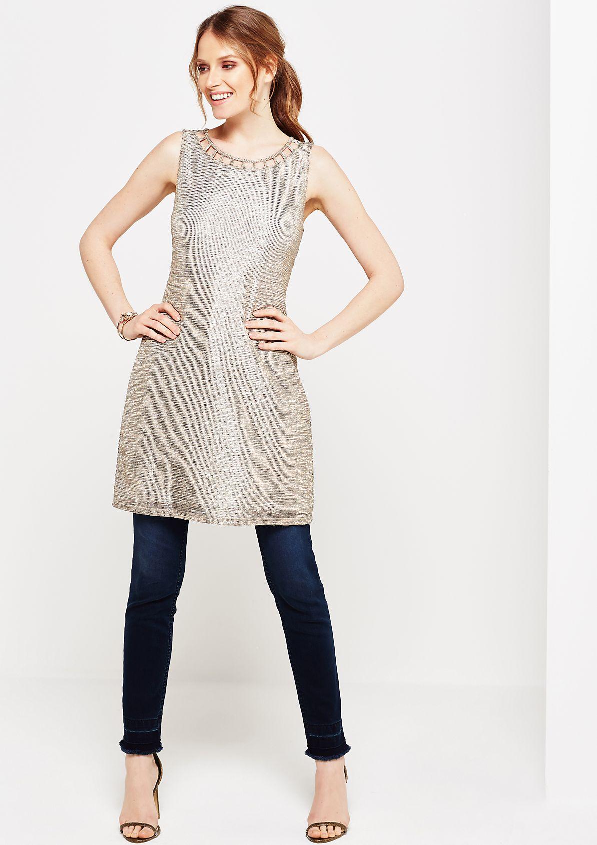Glamouröses Abendkleid aus goldglänzenden Metallfasern
