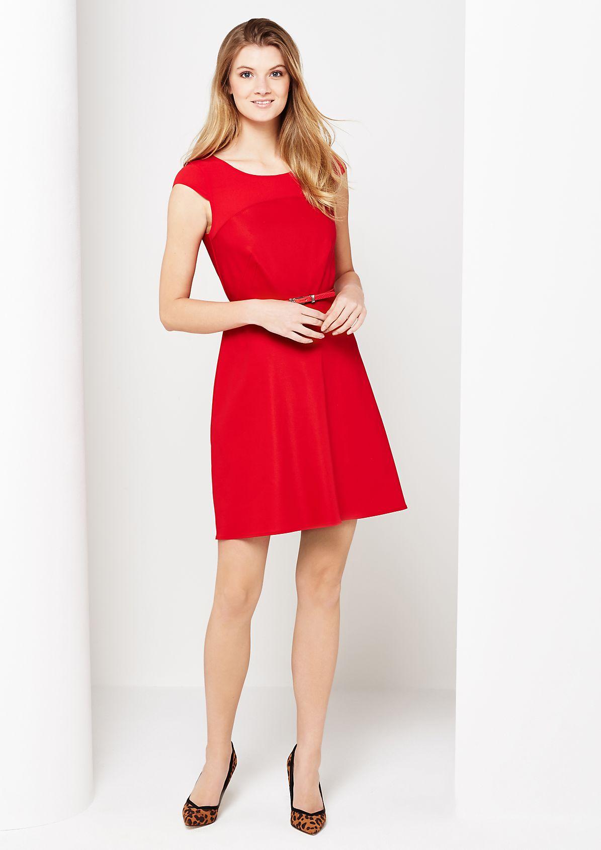 Elegantes Abendkleid mit schmalem Gürtel