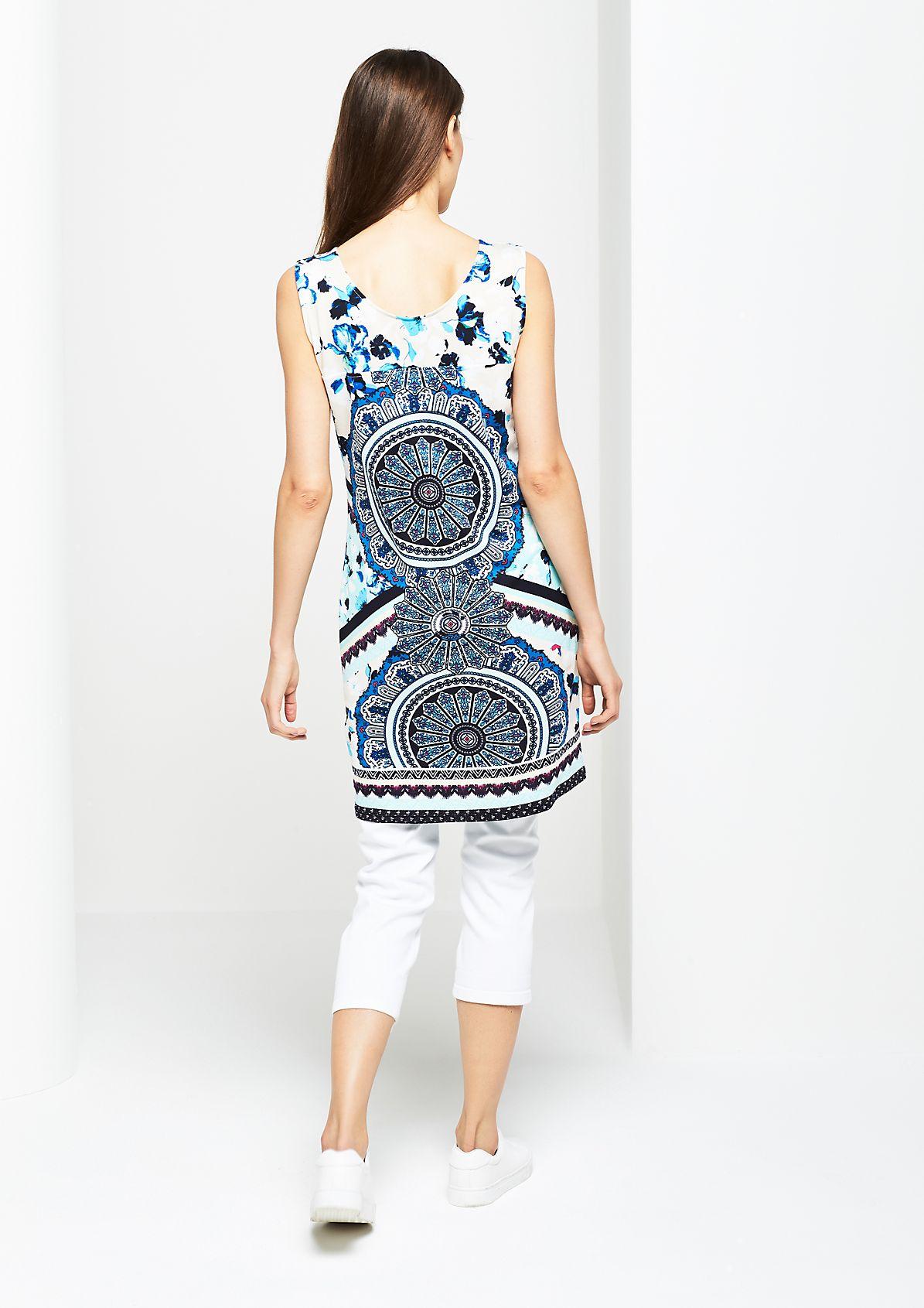 Sommerliches Jerseykleid im Mustermix