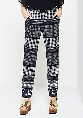 Joggers with an extravagant pattern mix from comma