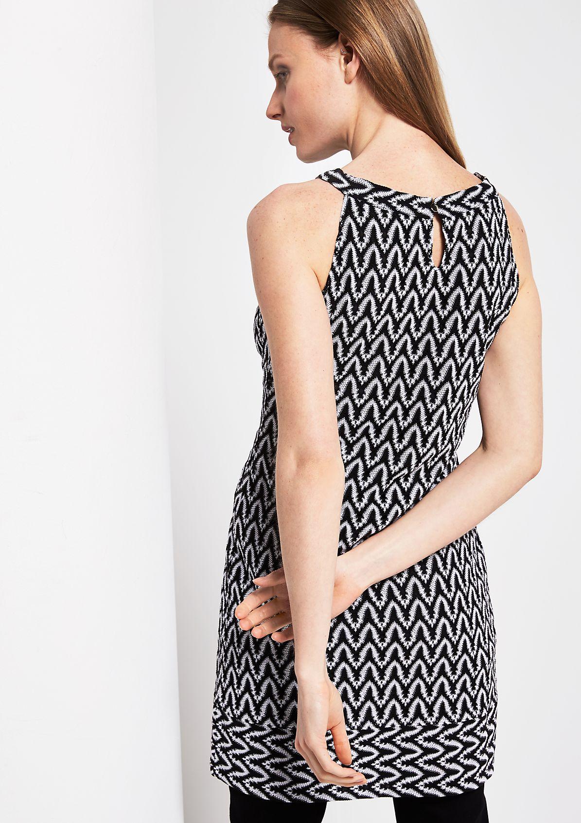 Sommerkleid mit dekorativem Two-Tone Muster