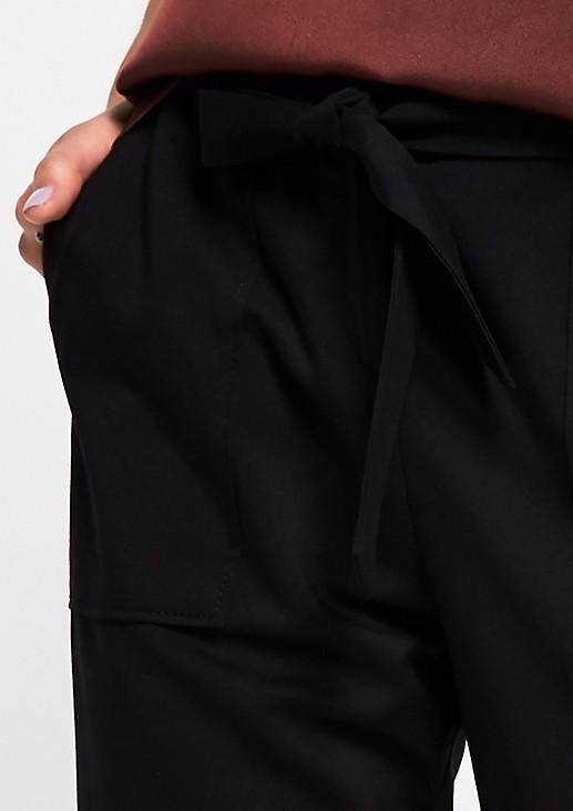 Edle Businesshose mit Stoffgürtel