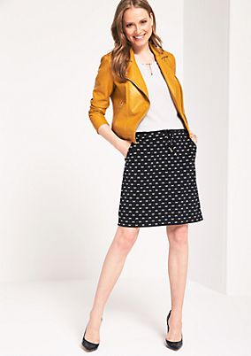 Short crêpe skirt with a decorative pattern from comma