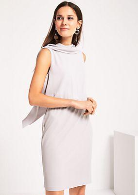 Edles Kleid im Materialmix