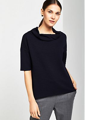 Short sleeve knitted top with an exciting pattern from comma